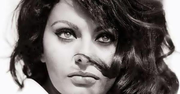 Sophia Loren enhances her eyes with the perfect cat eye