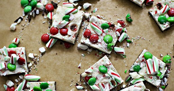 Christmas Chocolate Bark recipe - festive holiday recipe that is super easy!