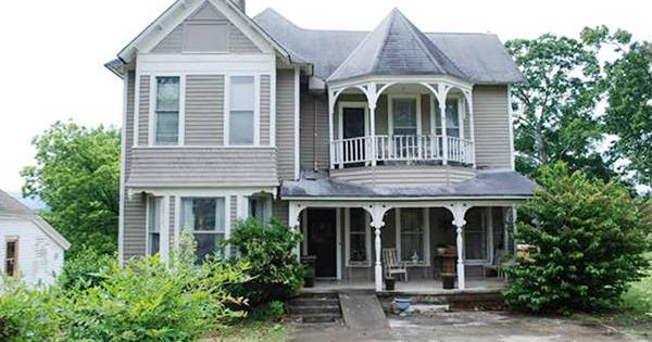 10 beautiful historic houses for sale under 100k for Historic homes for sale in alabama