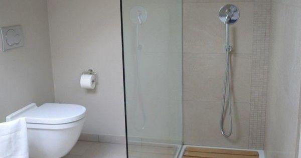 Banheiros simples e pequenos casa pinterest ba os for Accesorios banos pequenos