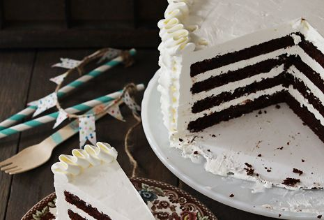 chocolate cake white icing