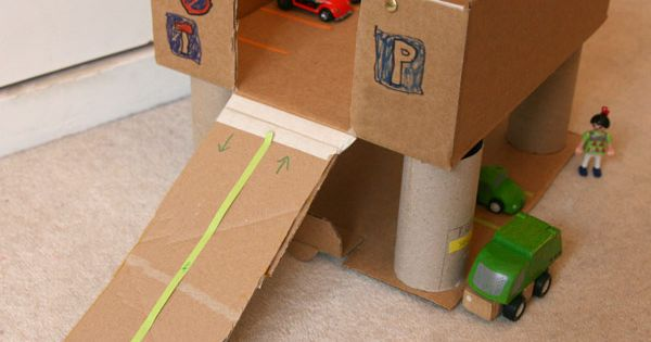 notre garage en carton diy toys craft and cardboard playhouse. Black Bedroom Furniture Sets. Home Design Ideas