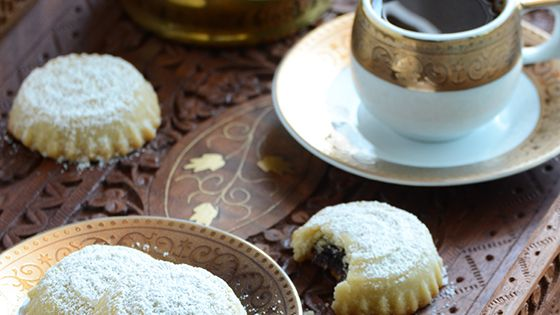 Ma'amoul - Middle Eastern Date-Filled Cookies