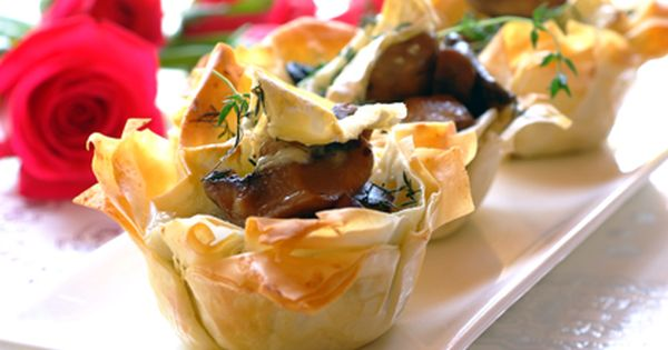 Looking for an impressive dinner party starter? These Brie and Mushroom Phyllo Cups will knock ...
