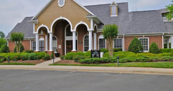 919 960 8298 1 3 Bedroom 1 2 Bath The Pointe At Chapel Hill 100 Saluda Court Chapel Hill Nc 27514 Luxury Apartments Apartments For Rent House Styles