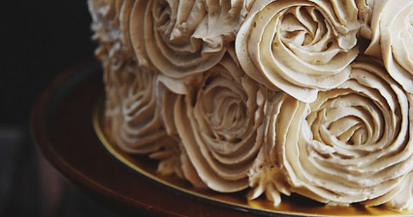 Piped Rosette Cake in Antique White | Pandan Gula Melaka Layer Cake