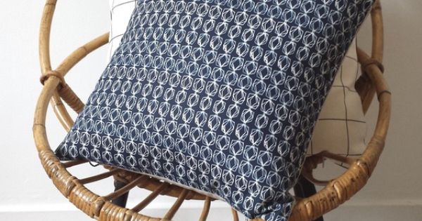 Image of coussin dark blue for the home pinterest bleu sombre et produits et technologie - Astus deco ...