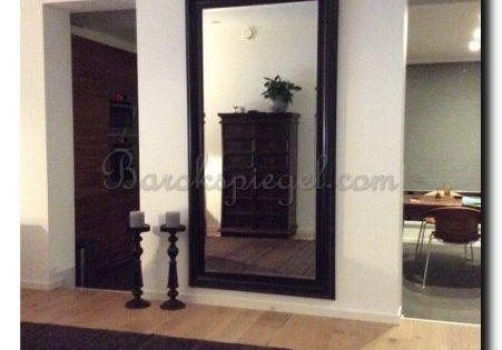 Grote zwarte moderne spiegel op blinde muur in de woonkamer 204x104 cm grote spiegels - Grote woonkamer design spiegel ...