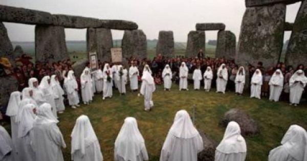 The Top Pagan Festivals The Big 8 Holidays Pagan Festivals Stonehenge Druids Stonehenge