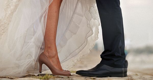 Vergiss Baumstamm Sagen Diese 6 Hochzeitsspiele Sorgen Garantiert Fur Bombenstimmung Hochzeit Spiele Hochzeitsspiele Hochzeit
