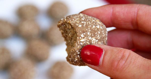 Vegan Protein Balls --- just 3 ingredients (oats, protein powder, banana) and