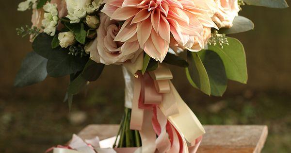 Au Lait Dahlias By Cincinnati Wedding Florist Floral Verde Bridal