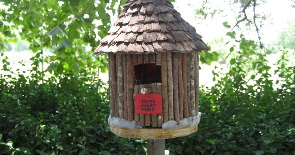 Plastic coffee container birdhouse bing images bird for Plastic duck house