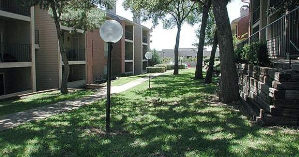 Treelined Walkways At Copper Hill Apartments In Bedford Tx Bedford Hills Outdoor