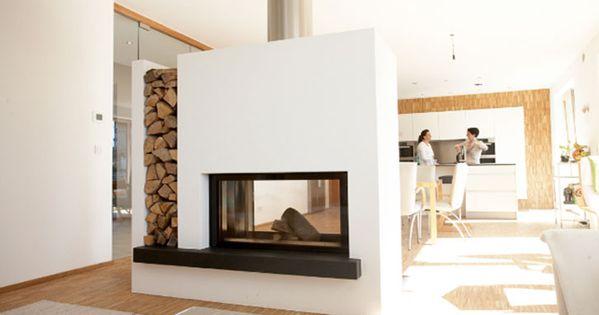 durchsichtkamin als raumteiler mit holzlege wohnzimmer. Black Bedroom Furniture Sets. Home Design Ideas