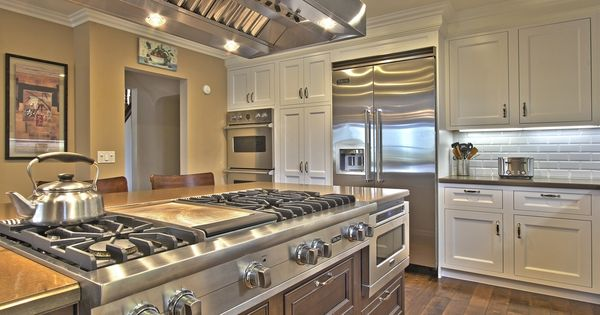 Island with gas cooktop! Floors too plus perfect location