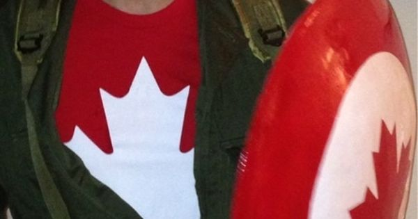 Nathan Fillion's Halloween costume. Captain Canada. A truly Richard Castle worthy costume.