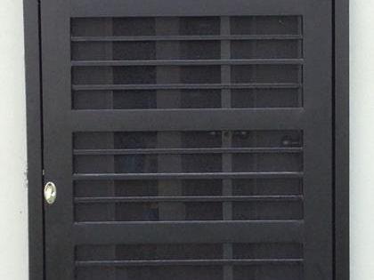 Puertas mosquiteras y corredizas herreria moderna - Puertas acristaladas exterior ...