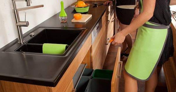 Luxury Der M llsammler von Franke ist freih ndig bedienbar Massivholzk chen Kitchens made of solid wood Pinterest Mehr Ideen zu K chenschrankorganisation