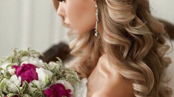 Bridal-hairstyle-with-clip-on-side-of-hair-down-in-curls