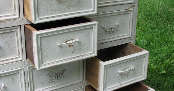 Commode shabby patine blanche poign es de r cup ration for Recuperation de vieux meubles