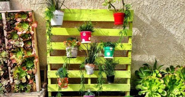 r aliser soi m me un petit jardin suspendu d coratif palettes peintes jardins suspendus et. Black Bedroom Furniture Sets. Home Design Ideas