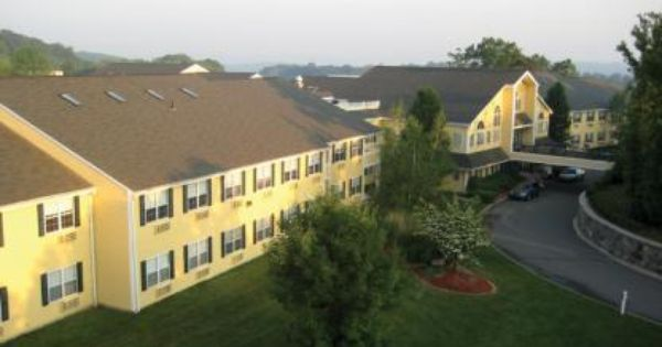 Iseniorsolutions Com The Village At East Farms In Waterbury Ct Is A Cozy Country Estate Situated On A Picturesque Waterbury Country Estate Senior Living