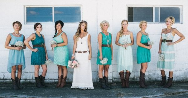 bridesmaids in teal dresses // photo by JustAlexPhotograp...