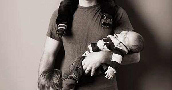Josh Turner.. and this super cute family. Photo idea