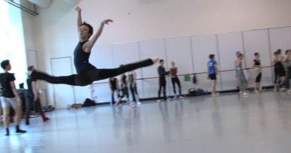 Pacific Northwest Ballet Amazing Video Of Technique Pnb S Company Class Jumping Ballet Dance Moves Pacific Northwest Ballet Ballet Performances