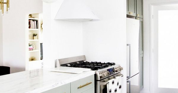 5 kitchen before and afters you have to see to believe for Vitrinas cocina ikea