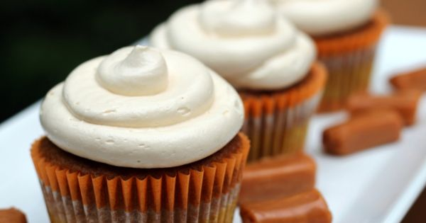 pumpkin pie cupcakes with salted caramel buttercream frosting