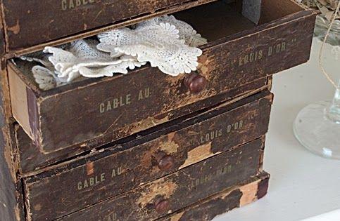 Brocante, déco brocante vintage industrielle, anciennes boîtes de ...