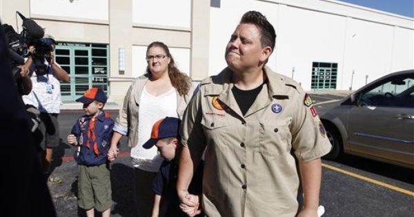 Scouts Considering Retreat From No Gays Policy The Boy Scouts Of America May Soon Give Sponsors Of Troops The Authority Boy Scouts Boy Scouts Of America Boys