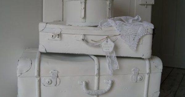 Oude koffers met een likje verf om rommel in op te ruimen opruimen opruimen pinterest - Muur hutch ...