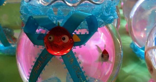 Bubble guppies souvenirs fish bowl with a gold fish for Bubble guppies fish