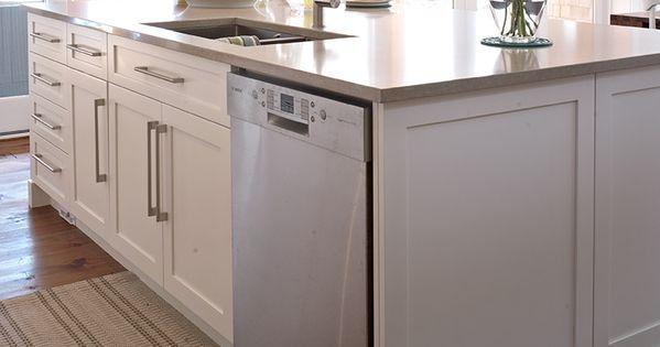 panneau fausse porte et coup de pied c t du lave vaisselle pour cuisine style contemporain. Black Bedroom Furniture Sets. Home Design Ideas