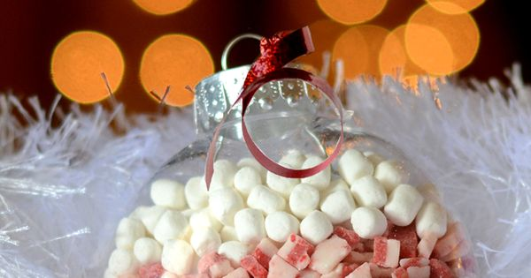 Hot Cocoa Mix Ornaments! Great Christmas gift idea! These would be cute