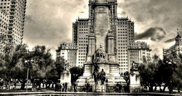 La plaza de espa a de madrid es un espacio ajardinado en for Barrio ciudad jardin madrid