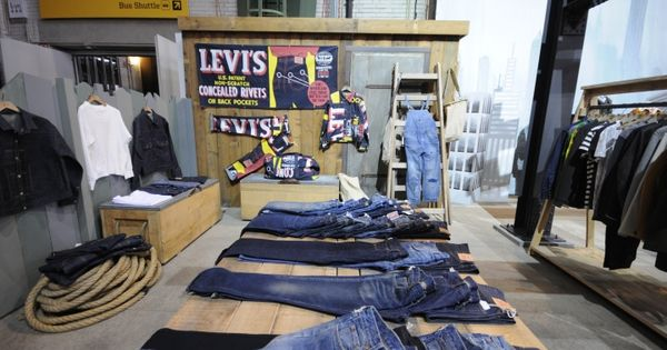 bread butter berlin 2014 winter levis vintage clothing retail denim windows display vm. Black Bedroom Furniture Sets. Home Design Ideas