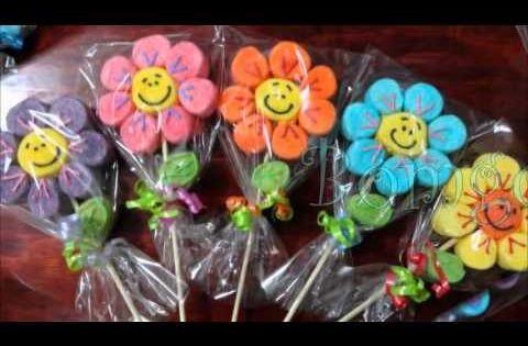 Paletas de bomb n bomgoletas candy bar pinterest - Como hacer figuras con chuches ...