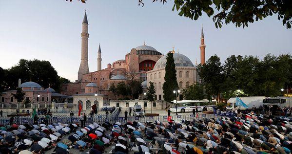 الإمارات تعلق على قرار أردوغان تحويل آيا صوفيا إلى مسجد انتقدت وزيرة الثقافة والشباب الإماراتية نورة الكعبي الإمارات Ww In 2020 Hagia Sophia Mosque Visit Istanbul