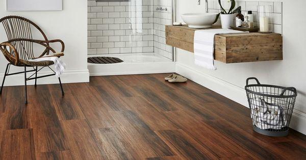 parquet flottant conseils et id es pour sol de salle de bain salle de bain scandinave bain. Black Bedroom Furniture Sets. Home Design Ideas