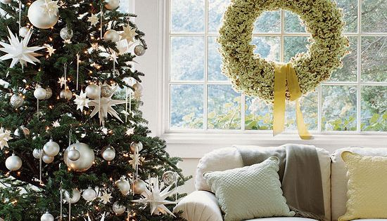 White Christmas Tree Decorating Ideas | All white decorated tree.