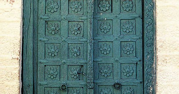 carved wood door in Jaisalmer, Rajasthan, India. Image by Santosh via volume