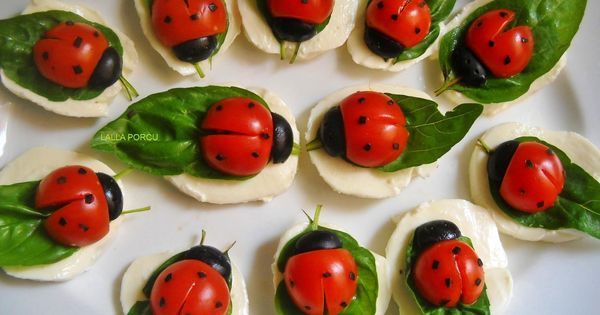 marienk fer aus tomate und morzarella auf basilikumblatt ladybird mozzarella basil tomato. Black Bedroom Furniture Sets. Home Design Ideas