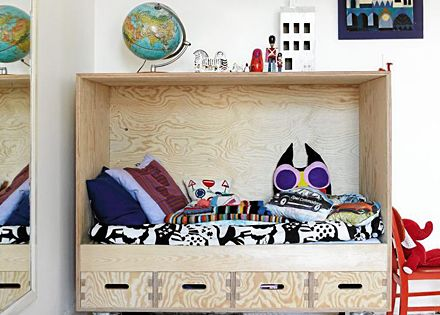 Toddler bed in French By Design: Tuesday mix : Awesome kids' spaces