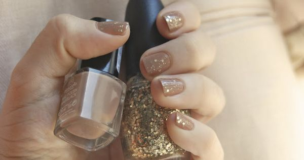 love the nude nails with glitter