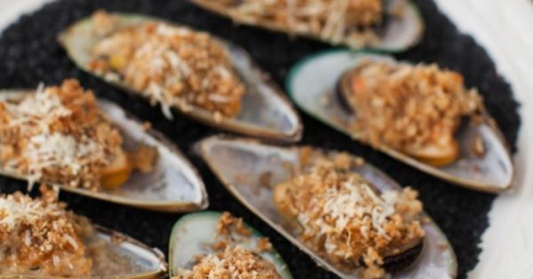 Baked Mussels With Crisped Bread Crumbs Recipe — Dishmaps
