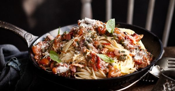 Spaghetti with tomatoes, bacon, mint, and capers   // F o o d I n s p ...
